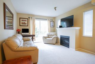 "Photo 3: 30 15871 85 Avenue in Surrey: Fleetwood Tynehead Townhouse for sale in ""HUCKE BERRY"" : MLS®# R2055937"