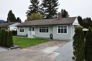 Photo 3: 835 ESSEX Avenue in Port Coquitlam: Lincoln Park PQ House Duplex for sale : MLS®# R2058872