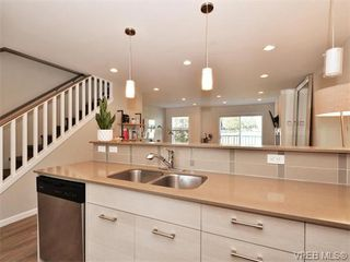 Photo 9: 9 3356 Whittier Ave in VICTORIA: SW Rudd Park Row/Townhouse for sale (Saanich West)  : MLS®# 742950