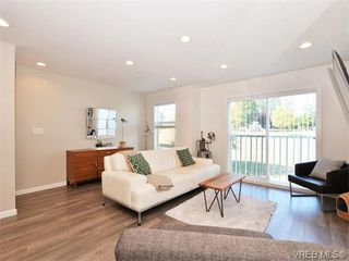 Photo 3: 9 3356 Whittier Ave in VICTORIA: SW Rudd Park Row/Townhouse for sale (Saanich West)  : MLS®# 742950