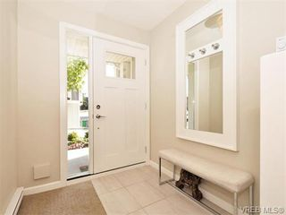 Photo 2: 9 3356 Whittier Ave in VICTORIA: SW Rudd Park Row/Townhouse for sale (Saanich West)  : MLS®# 742950
