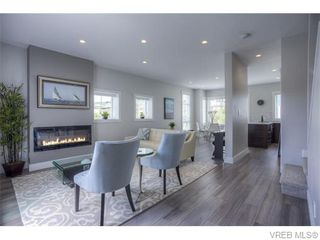 Photo 5: 118 2737 Jacklin Road in VICTORIA: La Langford Proper Townhouse for sale (Langford)  : MLS®# 372052