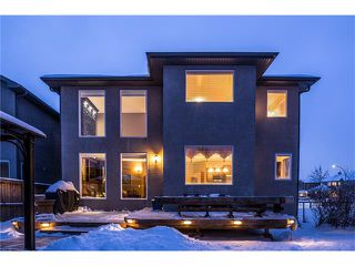 Photo 2: 75 WESTRIDGE Crescent SW in Calgary: West Springs House for sale : MLS®# C4093123