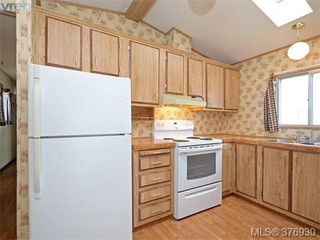 Photo 8: 61 1555 Middle Rd in VICTORIA: VR Glentana Manufactured Home for sale (View Royal)  : MLS®# 756727