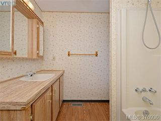 Photo 15: 61 1555 Middle Rd in VICTORIA: VR Glentana Manufactured Home for sale (View Royal)  : MLS®# 756727