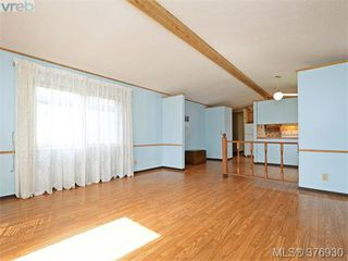 Photo 3: 61 1555 Middle Rd in VICTORIA: VR Glentana Manufactured Home for sale (View Royal)  : MLS®# 756727