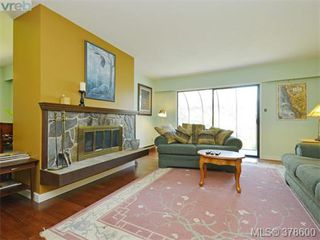 Photo 4: 6 946 Selkirk Ave in VICTORIA: Es Kinsmen Park Row/Townhouse for sale (Esquimalt)  : MLS®# 760270