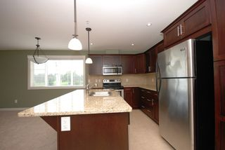 Photo 3: 201 10529 Powley Court in Lake Country: Lake Country East / Oyama House for sale (Central Okanagan)  : MLS®# 10036319