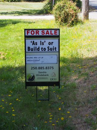 Photo 1: 845 Birch Road in North Saanich: NS Deep Cove House for sale