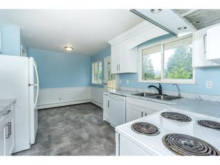 Photo 7: 27456 43 Avenue in Langley: Salmon River House for sale : MLS®# R2298004