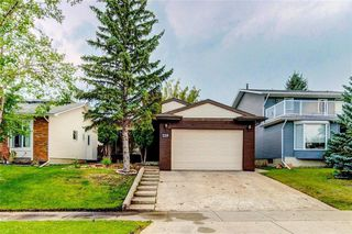 Photo 1: 228 WOODBINE Boulevard SW in Calgary: Woodbine Detached for sale : MLS®# C4204614