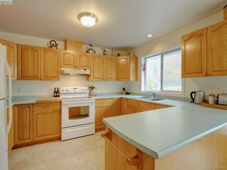 Photo 5: 2800 Austin Ave in VICTORIA: SW Gorge Single Family Detached for sale (Saanich West)  : MLS®# 800400