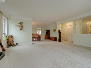 Photo 3: 2800 Austin Avenue in VICTORIA: SW Gorge Single Family Detached for sale (Saanich West)  : MLS®# 401104