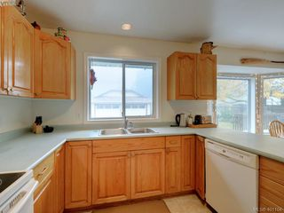Photo 6: 2800 Austin Ave in VICTORIA: SW Gorge Single Family Detached for sale (Saanich West)  : MLS®# 800400