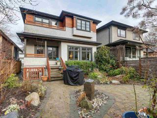 "Photo 18: 832 W 19TH Avenue in Vancouver: Cambie House for sale in ""DOUGLAS PARK/CAMBIE VILLAGE"" (Vancouver West)  : MLS®# R2327562"