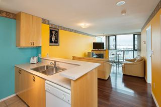 "Photo 2: 1006 2763 CHANDLERY Place in Vancouver: Fraserview VE Condo for sale in ""THE RIVER DANCE"" (Vancouver East)  : MLS®# R2341147"