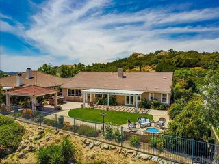 Photo 2: NORTH ESCONDIDO House for sale : 5 bedrooms : 10427 Pinion Trail in Escondido