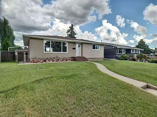 Photo 2: 9627 Ottewell Road in Edmonton: Zone 18 House for sale : MLS®# E4164183