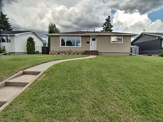 Photo 1: 9627 Ottewell Road in Edmonton: Zone 18 House for sale : MLS®# E4164183