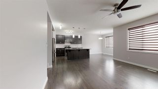 Photo 2: 3015 13 Avenue NW in Edmonton: Zone 30 House for sale : MLS®# E4178803