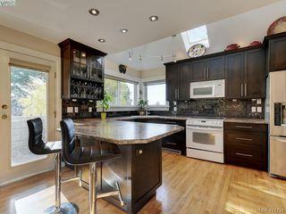 Photo 5: 2592 Empire Street in VICTORIA: Vi Oaklands Half Duplex for sale (Victoria)  : MLS®# 417734