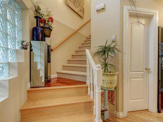 Photo 3: 2592 Empire Street in VICTORIA: Vi Oaklands Half Duplex for sale (Victoria)  : MLS®# 417734