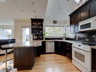Photo 6: 2592 Empire Street in VICTORIA: Vi Oaklands Half Duplex for sale (Victoria)  : MLS®# 417734