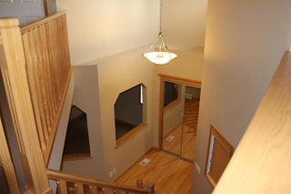 Photo 3: 50 Cresthaven View SW in Calgary: Crestmont Detached for sale : MLS®# A1038228