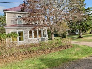 Photo 2: 3 McKay Street in Springhill: 102S-South Of Hwy 104, Parrsboro and area Residential for sale (Northern Region)  : MLS®# 202020929