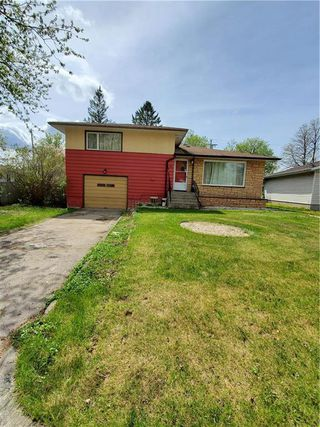 Photo 1: 11 Holly Street in Pine Falls: R28 Residential for sale : MLS®# 202028767