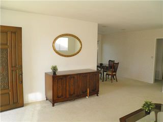 Photo 3: CLAIREMONT House for sale : 3 bedrooms : 4965 Gallatin in San Diego