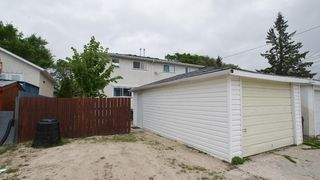 Photo 4: 154 Thom Avenue East in Winnipeg: Transcona Residential for sale (North East Winnipeg)