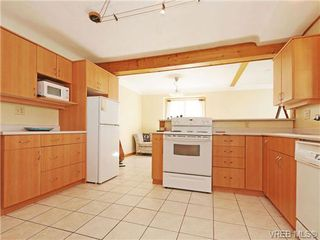 Photo 8: 2844 Wyndeatt Ave in VICTORIA: SW Gorge Single Family Detached for sale (Saanich West)  : MLS®# 699999