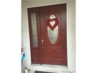 Photo 2: 3057 Washington Ave in VICTORIA: Vi Burnside House for sale (Victoria)  : MLS®# 702039