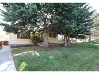 Photo 2: 421 HUNTINGTON Way NE in Calgary: Huntington Hills House for sale : MLS®# C4034997
