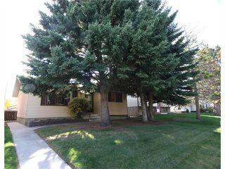 Photo 1: 421 HUNTINGTON Way NE in Calgary: Huntington Hills House for sale : MLS®# C4034997