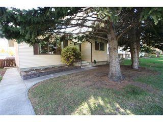 Photo 3: 421 HUNTINGTON Way NE in Calgary: Huntington Hills House for sale : MLS®# C4034997