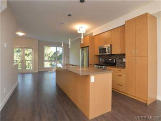 Photo 1: 4 1060 Tillicum Road in VICTORIA: Es Kinsmen Park Townhouse for sale (Esquimalt)  : MLS®# 358616
