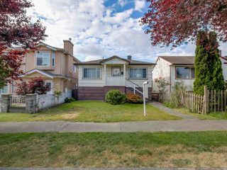 Photo 3: 3232 NAPIER Street in Vancouver: Renfrew VE House for sale (Vancouver East)  : MLS®# R2072671