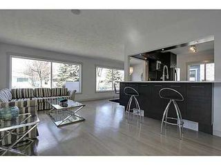 Photo 11: 38 WESTWOOD Drive SW in Calgary: Bungalow for sale : MLS®# C3560165