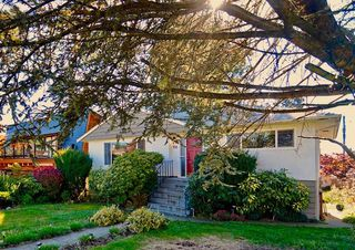 Photo 1: 755 E 12TH Street in North Vancouver: Boulevard House for sale : MLS®# R2120802