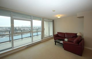 """Photo 3: 2503 2225 HOLDOM Avenue in Burnaby: Central BN Condo for sale in """"LEGACY TOWER 1"""" (Burnaby North)  : MLS®# R2131531"""
