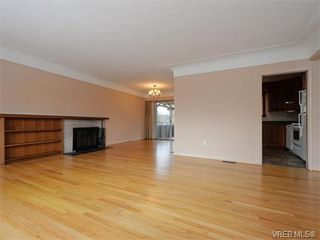 Photo 5: 1740 Mortimer St in VICTORIA: SE Mt Tolmie Single Family Detached for sale (Saanich East)  : MLS®# 750626