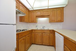 """Photo 7: 104 2513 W BOURQUIN Crescent in Abbotsford: Central Abbotsford Townhouse for sale in """"EDGEWATER PROPERTIES"""" : MLS®# R2152841"""