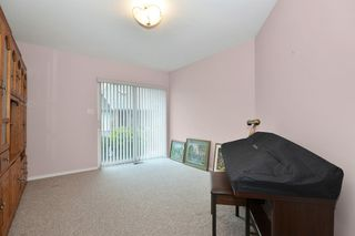 """Photo 12: 104 2513 W BOURQUIN Crescent in Abbotsford: Central Abbotsford Townhouse for sale in """"EDGEWATER PROPERTIES"""" : MLS®# R2152841"""