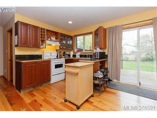 Photo 15: 1736 Foul Bay Rd in VICTORIA: Vi Jubilee Single Family Detached for sale (Victoria)  : MLS®# 756061