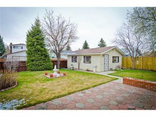 Photo 4: 963 Rundlecairn Way NE in Calgary: Rundle House for sale : MLS®# C4112829