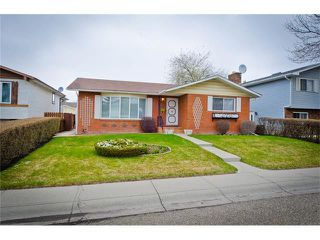 Photo 1: 963 Rundlecairn Way NE in Calgary: Rundle House for sale : MLS®# C4112829