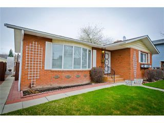 Photo 3: 963 Rundlecairn Way NE in Calgary: Rundle House for sale : MLS®# C4112829