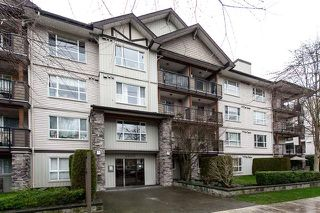 Photo 1: #405-5465 203rd Street in Langley: Langley City Condo for sale : MLS®# R2237911
